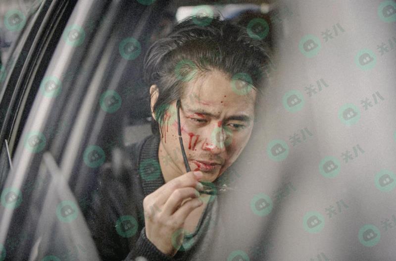 韩寒被曝上海街头遭暴打 满脸是血