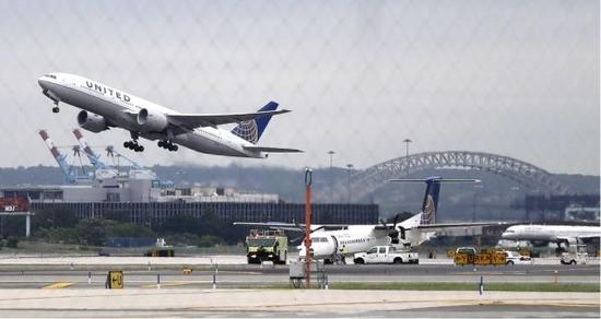 美联航前CEO因腐败下台 却获巨额分手费