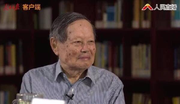 """杨振宁对翁帆说""""我准备活到一百岁"""""""