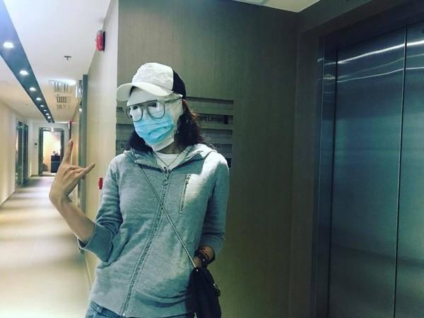怎么了?舒淇现身医院 满脸缠着白色纱布