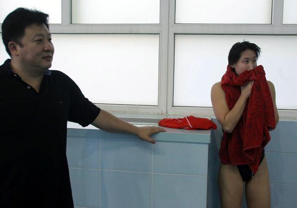 27岁奥运冠军嫁50岁教练,称不在乎他有儿女,为他买路虎