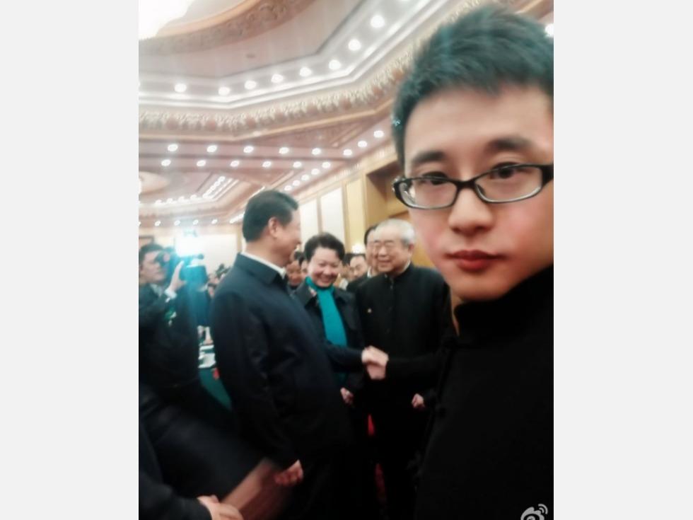"""中国网红""""五毛""""周小平诋毁马克龙遭轰"""