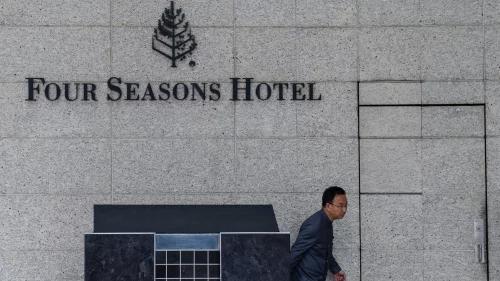 """肖建华的两个""""帝国"""" 威胁中国金融安全"""