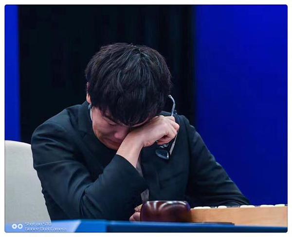 人机大战   中国的世界第一高手 输哭了
