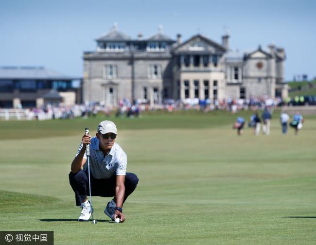 """""""无官一身轻""""奥巴马英国打高尔夫"""