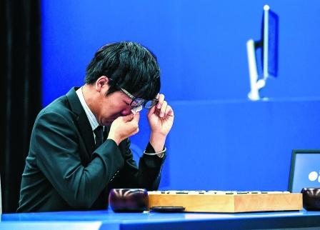 战AlphaGo三连败 柯洁当场痛哭