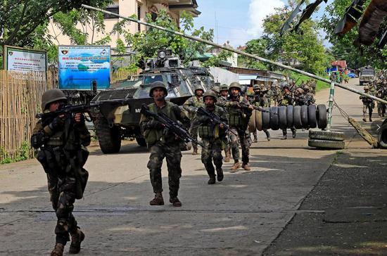 最新:菲军方击毙41名恐怖分子 25平民亡