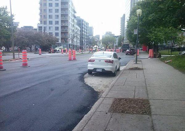 晕!加拿大铺路工奇葩施工引来网友谴责