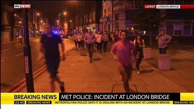 又是恐袭?汽车冲入伦敦塔桥附近人群