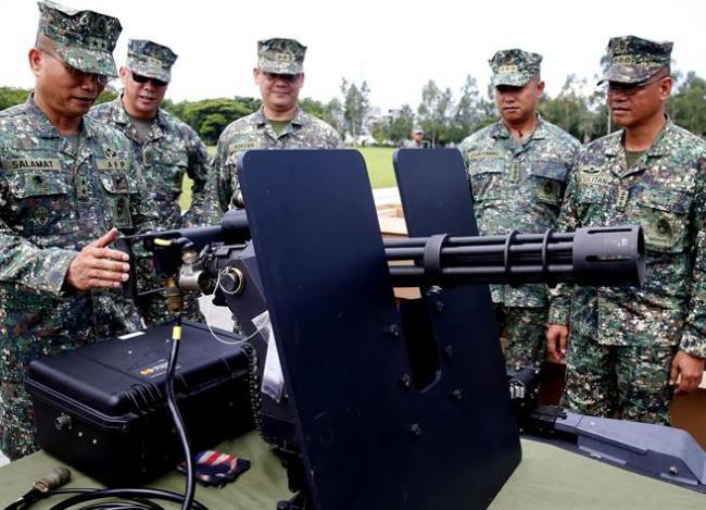 爽了!美提供大批新武器给菲反恐打IS