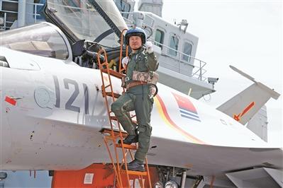 中国歼15舰载机再曝坠机 飞行员重伤住院