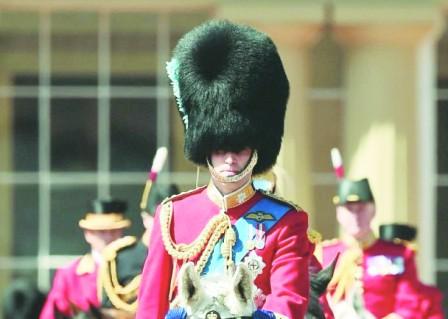 威廉王子当御林军 祝贺英女王生日