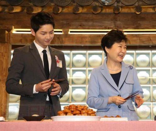 朴槿惠是宋仲基迷妹 为他动用1亿资金