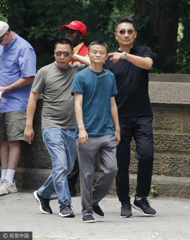 赵薇老公与马云现身纽约 两大佬亲密同行