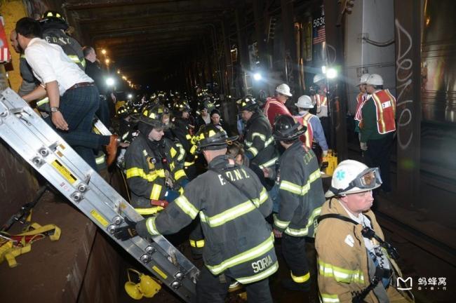 纽约曼哈顿发生地铁脱轨 致34人受伤