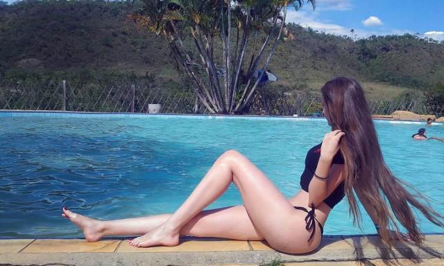 17岁巴西女孩  性感身材吸引70万粉丝