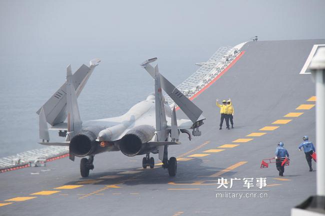 高清:辽宁舰在某海域进入一级战斗部署