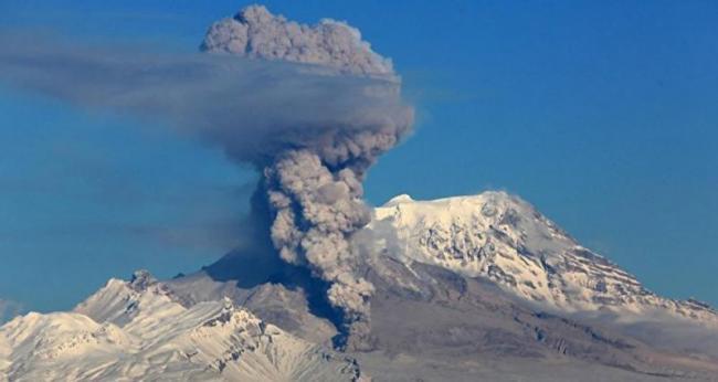 美国升起巨大的蘑菇云   高达1.7万米