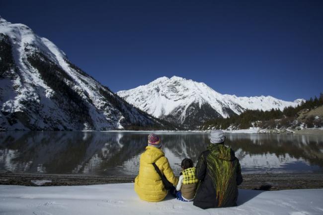 夫妻带2岁儿子上高原探险引议 你怎么看