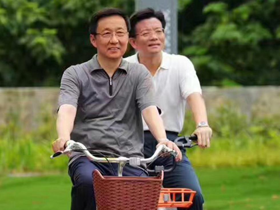 韩正骑行上海 是一场摩登的政治秀吗?