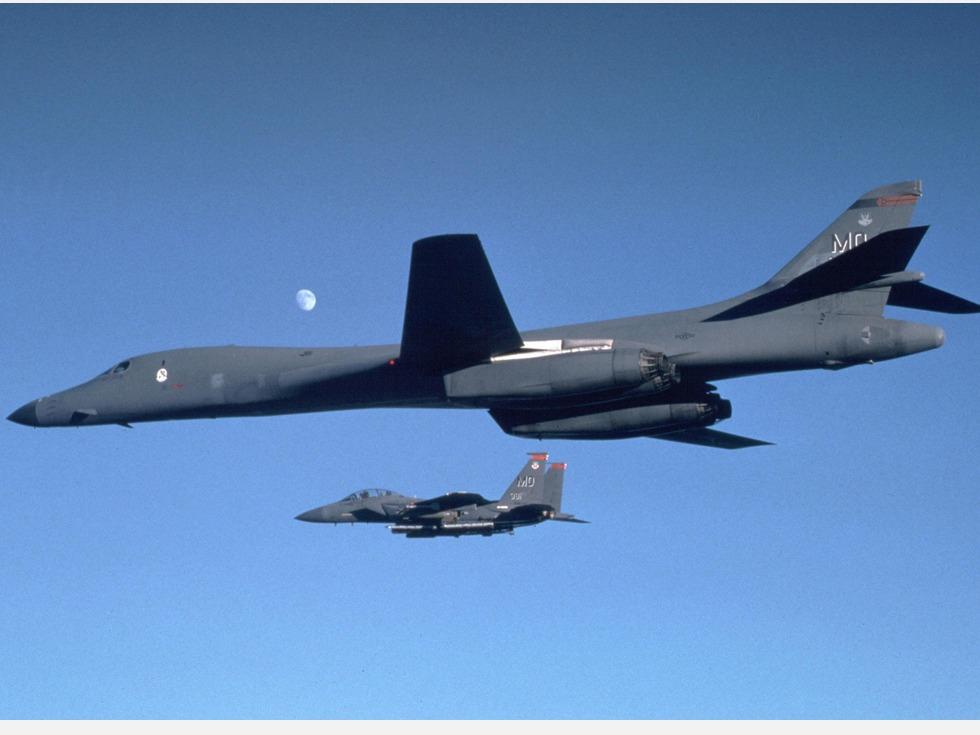 快讯:川习会前 美军两架轰炸机闯南海