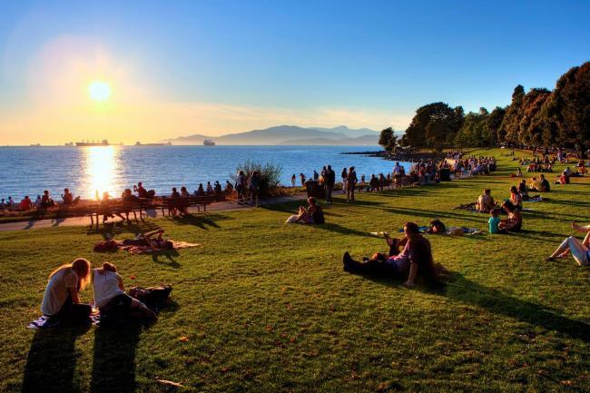 2-english-bay-beach-2 (Tourism Vancouver).jpg