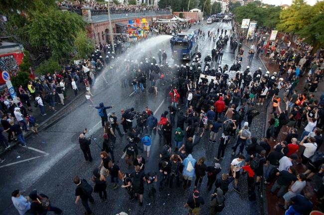 2017-07-06T191943Z_1655234693_UP1ED761HOU9R_RTRMADP_3_G20-GERMANY-PROTEST_resized_1.jpg