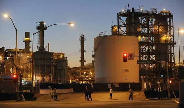美对华原油出口激增 说好的封存不卖呢?