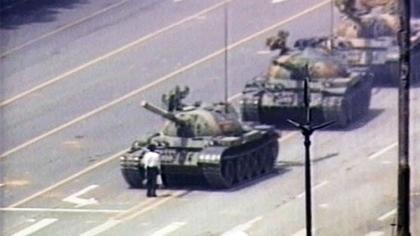64坦克人还活着 蹲监狱没1天像人的日子