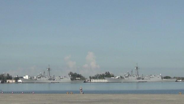 台湾新购进的两艘佩里级军舰亮相