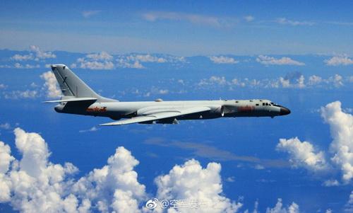 中国10架军机飞越宫古海峡   绕飞台湾