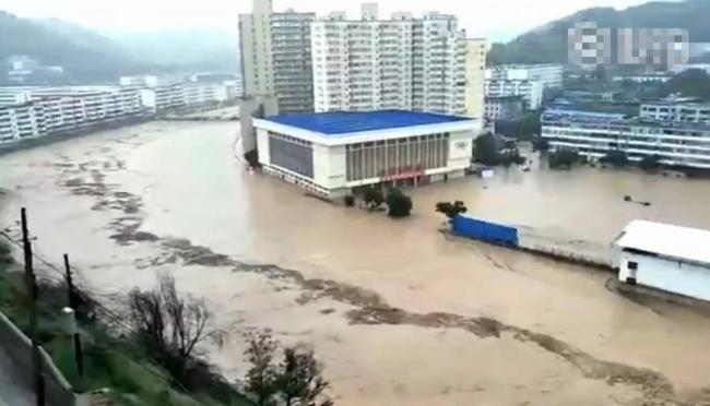 陕西榆林洪水围城   拉起防空警报