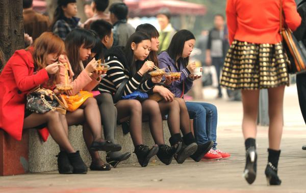 12国社会福利比较   中国人看完哭晕了