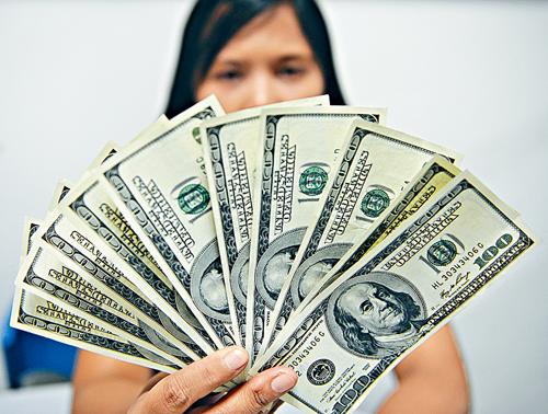 美元汇率创14月新低 IMF却说仍高估20%