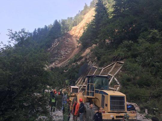 穿越九寨沟飞石区 10名工人救出200游客