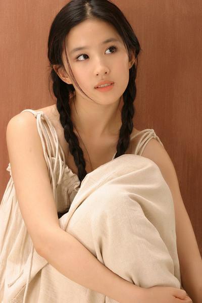 刘亦菲早年旧照 神仙姐姐10年如1日美貌