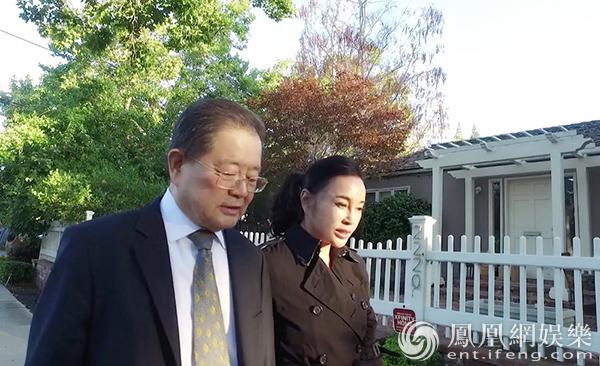 刘晓庆与丈夫罕见合体出镜 首度公开细节