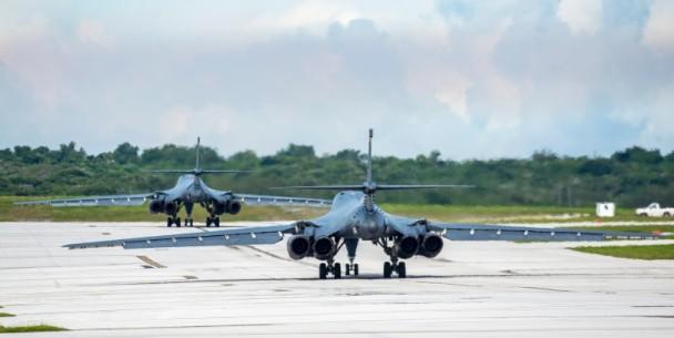 美日联合空中军演 B1B轰炸机逼近钓岛