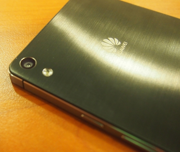 Huawei_Ascend_P6_Back.jpg