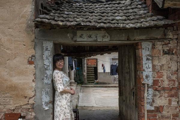 26china-poet-1-articleLarge.jpg
