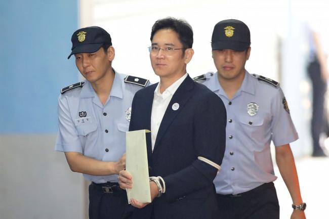 世纪审判 三星皇太子李在�F入狱5年