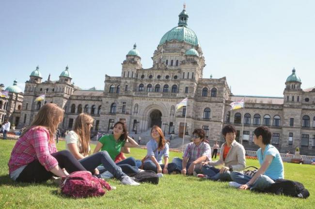 留学花费100万回国工资才6千,值吗?