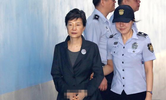 三星太子获刑后母亲前往安抚 朴槿惠无人探视