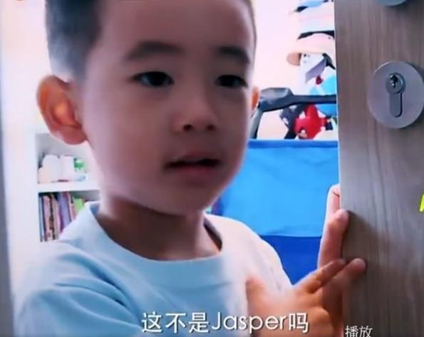 陈小春儿子曝光 和老爸简直一模一样