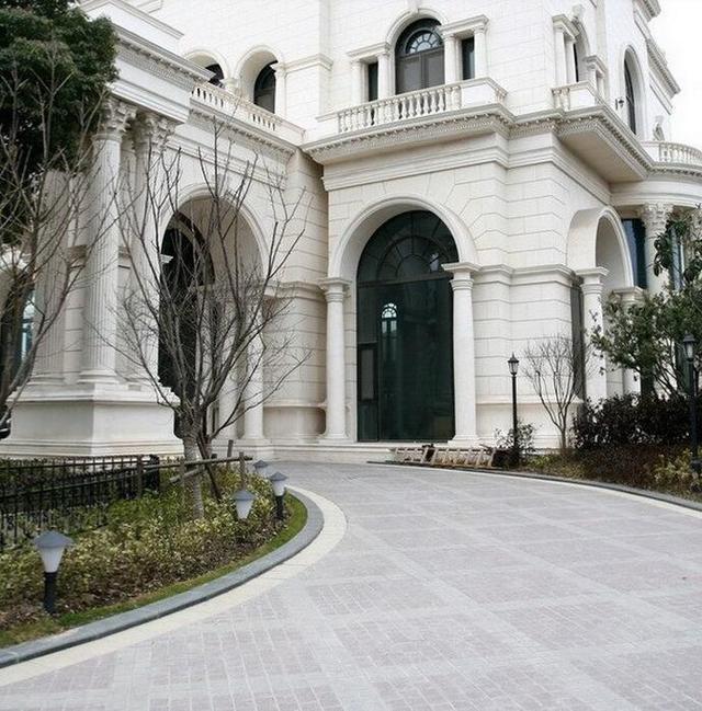 李连杰上海豪宅7年没住 保安是最大赢家