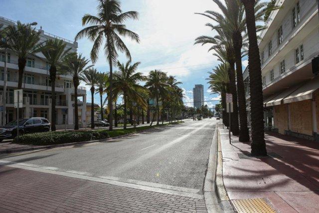 实拍:飓风艾尔玛恐怖来袭 迈阿密变鬼城