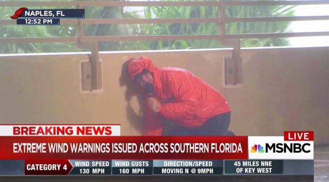 飓风中的新闻记者 整个人都崩溃了