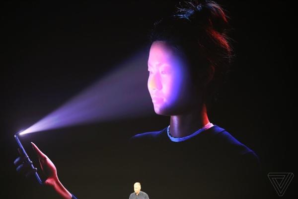 最新iPhone有刷脸功能 看一眼就解锁
