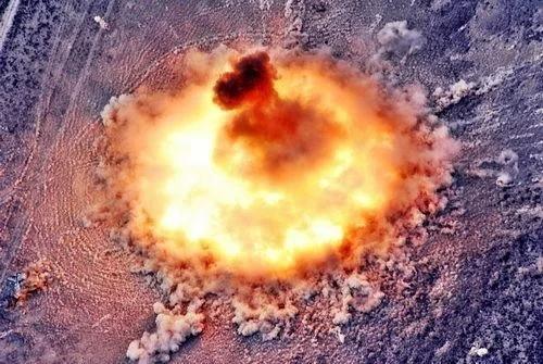 """""""炸弹之父""""在IS头顶上炸开 炸醒所有人"""