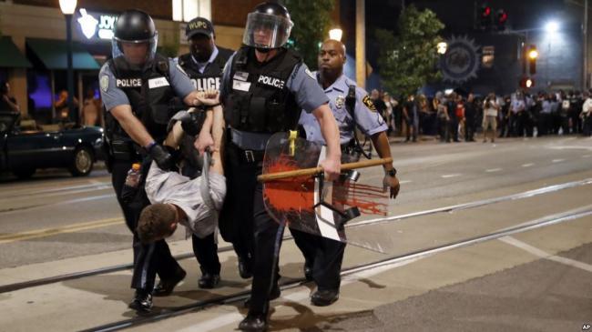 圣路易斯抗议持续第三天 警察逮80多人
